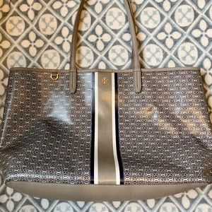 Tory Burch Gemini link tote in French gray